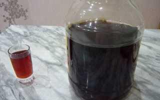 Способы как настаивать самогон из чернослива