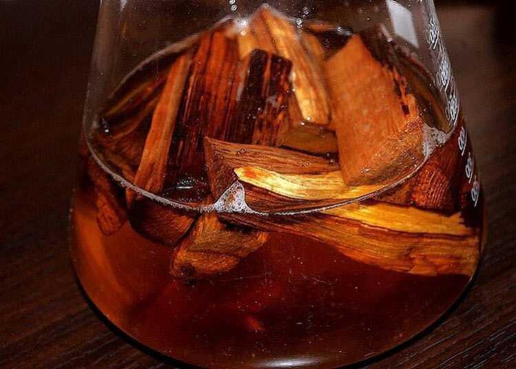 Время выдержки на дубовой щепе определяем по цвету напитка.