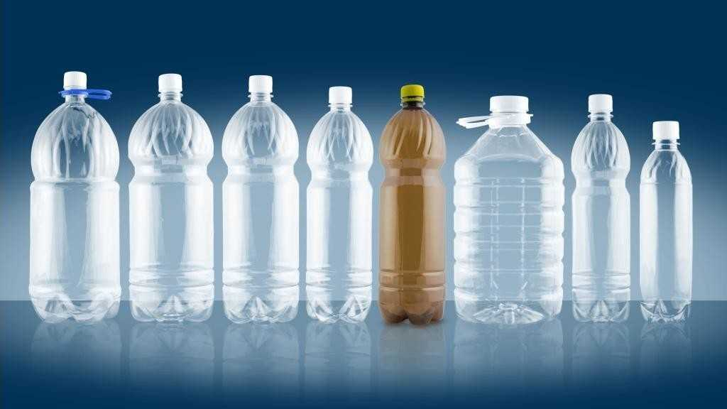 Удобное хранение самогона в пластиковых бутылках перевешивает все запреты.
